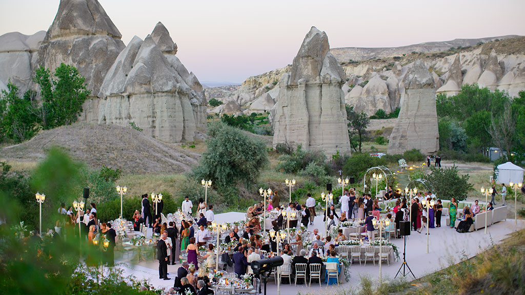 Wedding Guests Sunset Love Valley